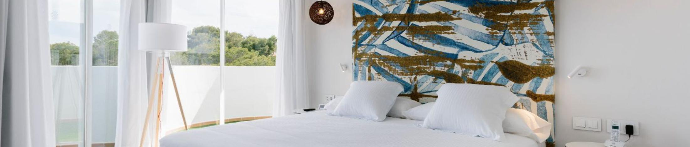 Suite sea view aluasoul mallorca resort (adults only) hotel cala d'or, mallorca