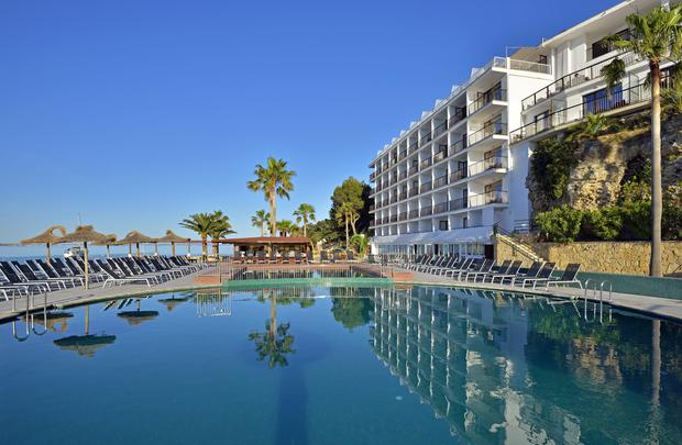 Swimming pool Alua Hawaii Mallorca & Suites Palmanova, Mallorca